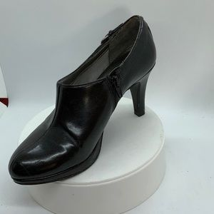 Almost new..LIFE STRIDE leather bootie